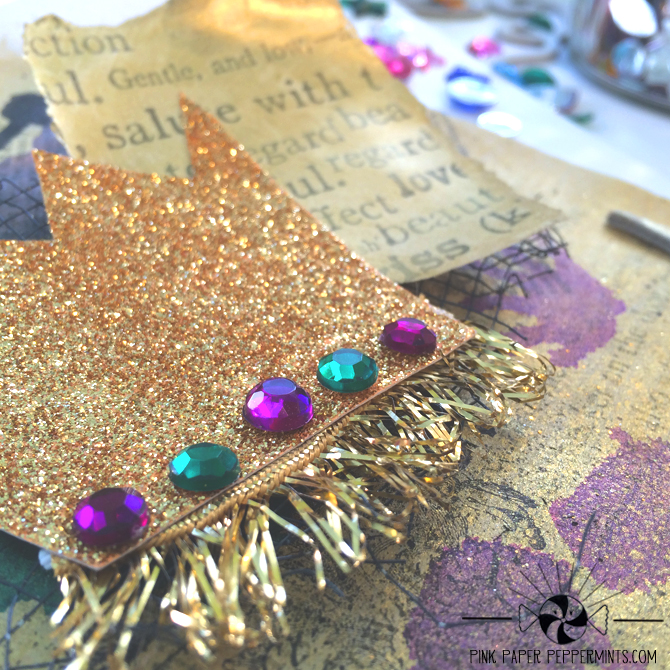 Learn how to use the activities in Truth in the Tinsel as prompts for your very own advent, faith art journal!  Click for lots of photos, a tutorial and a coupon code!