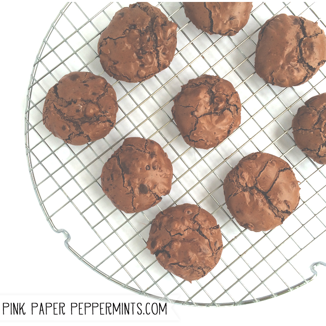 Flourless Fudge Cookies with a Free Printable Heart Tag via Melissa at PinkPaperPeppermints.com